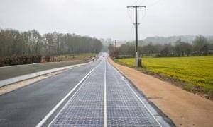 Provinciale weg in Frankrijk half bedekt met zonnepanelen (Foto: Colas)