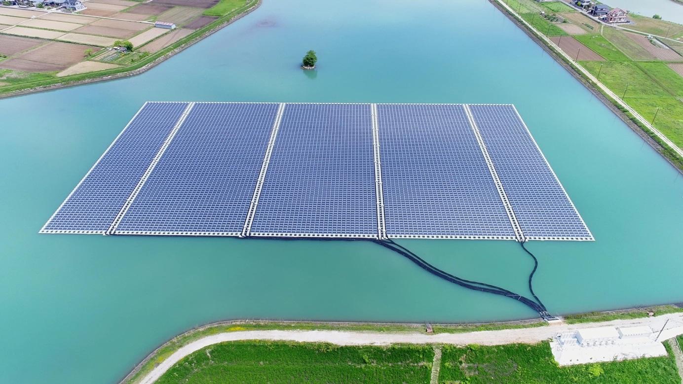 Drijvende zonnepanelen op een irrigatiebekken in Hyogo, Japan. Foto: Ciel & Terre International