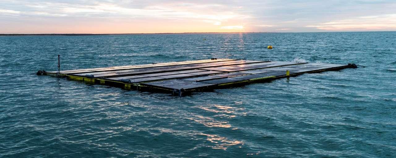 Drijvende proefopstelling van Oceans of Energy op 12 km van de Nederlandse kust. Bron: Oceans of Energy